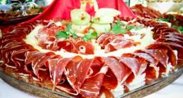 Tavernan Galinac är känd för sin prsut av hög kvalitet och det öppna köket.
